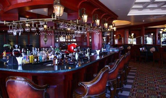 Quầy bar cao cấp tại khách sạn 5 sao ( Hình minh hoạ)