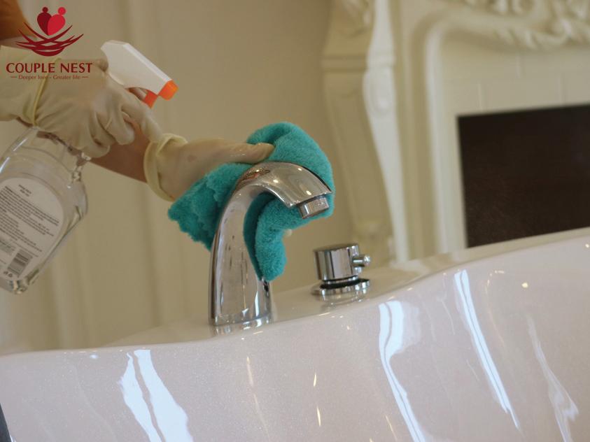 Vệ sinh bồn tắm sau khi sử dụng sẽ bảo vệ bồn tắm và đảm bảo sạch sẽ cho lần tắm sau