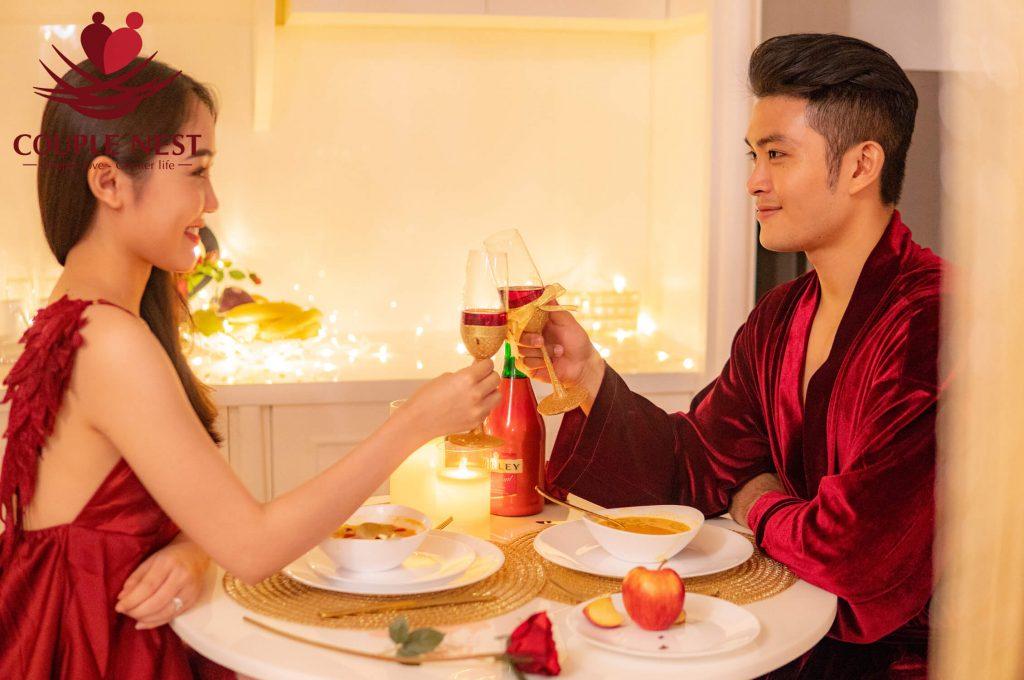 Những món ăn ngon và rượu vang sẽ làm cho buổi cầu hôn trở nên thú vị hơn